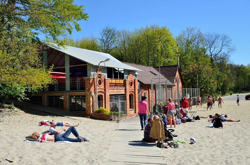 """Отель """"Золотые пески"""" известен в Зеленоградске своей площадкой для пляжного волейбола"""