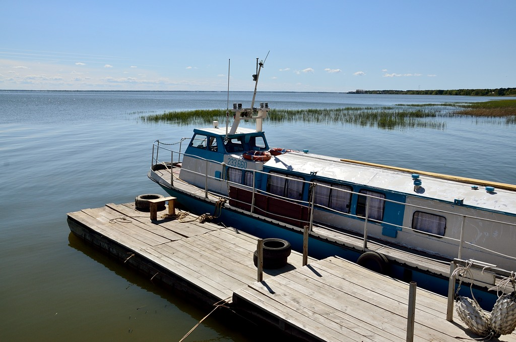 По Куршскому заливу иногда ходят кораблики