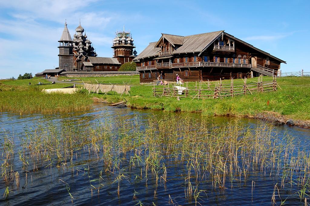 Кижский погост и дом крестьянина Ошевнева