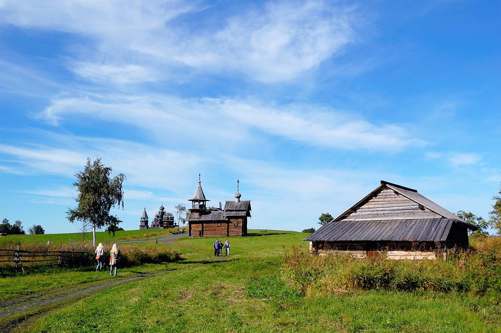 Церковь Воскрешения Лазаря и еще какой-то сарай