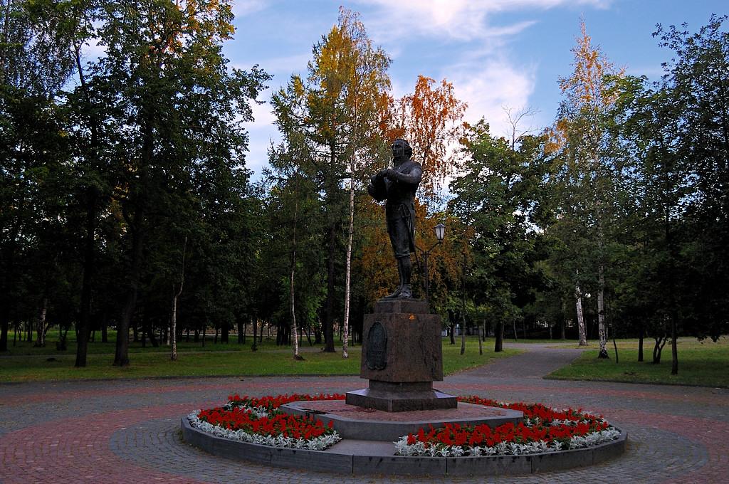 Памятник Г.Р.Державину, первому губернатору Олонецкой области