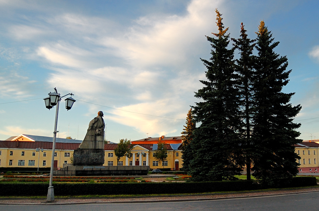 Памятник Ленину, северный вариант. Обратите внимание на ушанку в руке ;)