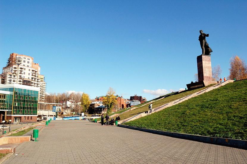 Памятник какому-то Мулануру Вахитову