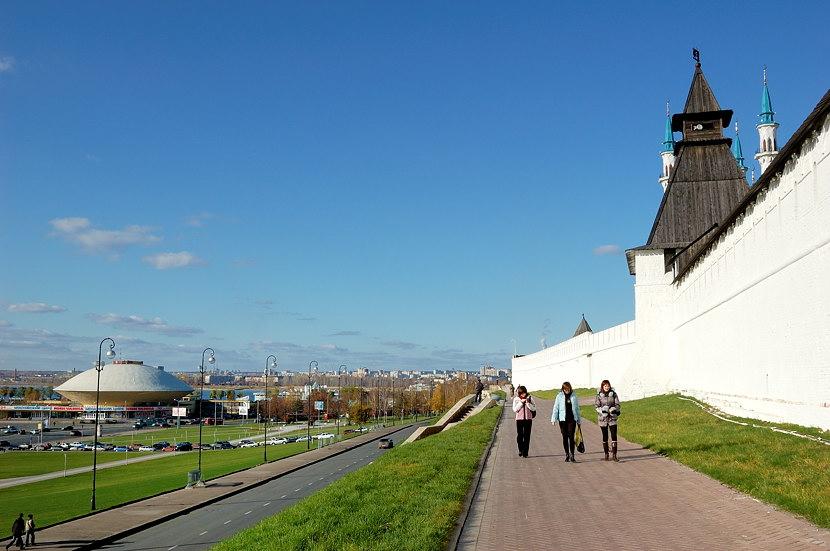 У стен Кремля. Слева видно здание цирка