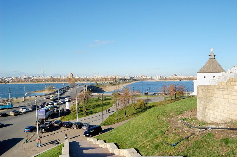 Вид от Кремля на набережную Казанки и мост