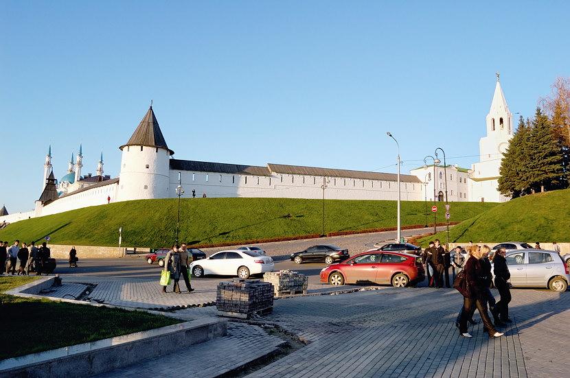У подножия Кремля начинается местный