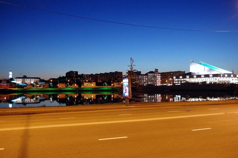 Казань ночью. Озеро Нижний Кабан, в которое переходит протока Булак