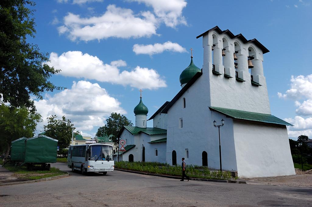 Церковь Богоявления с Запсковья и звонница