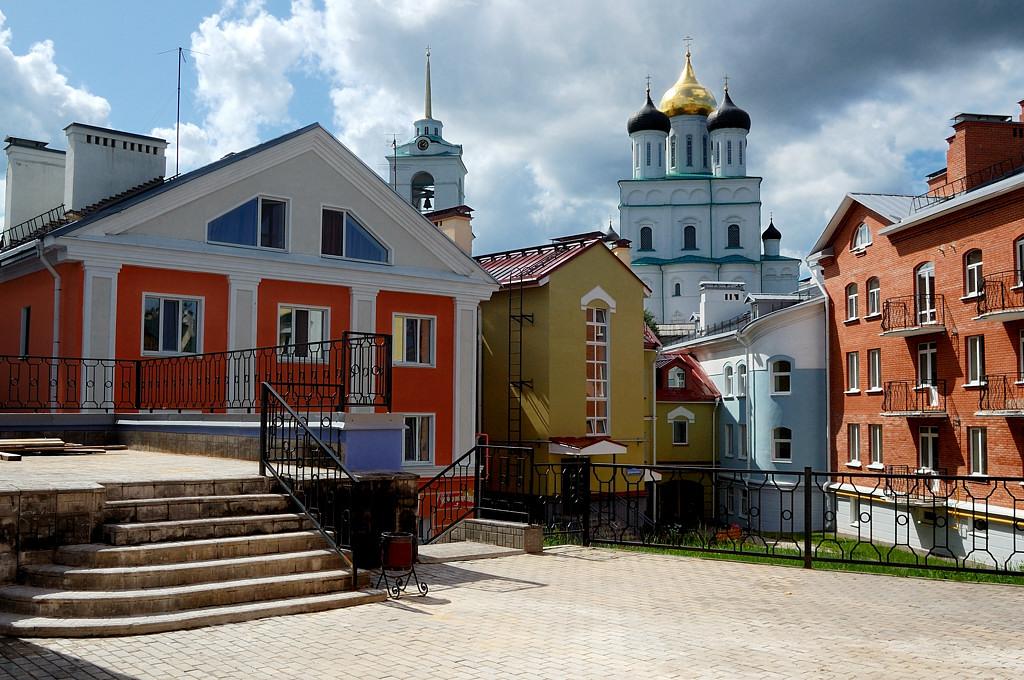 Отреставрированный дворик на перекрестке ул. Труда и ул. Герцена