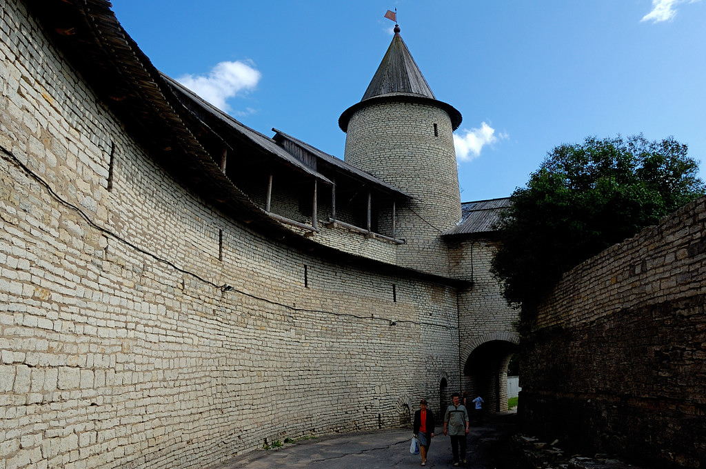 Троицкая башня и ворота
