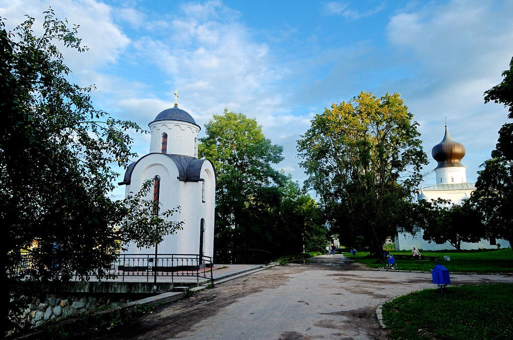 Ольгинская часовня и церковь Успения у Парома