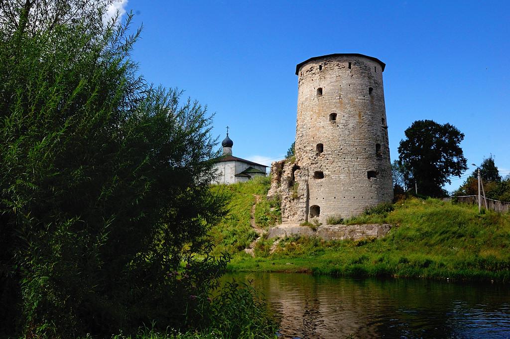 Река Пскова. Гремячая башня