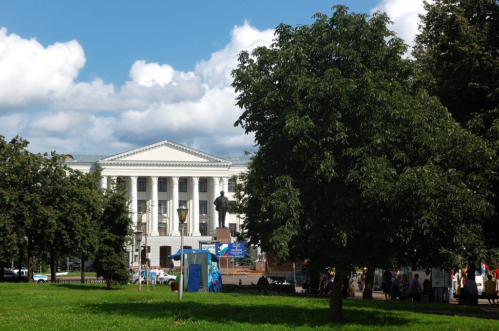 Площадь Ленина. Педагогический университет