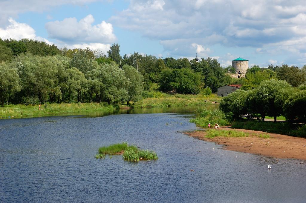 Река Пскова и Гремячая башня