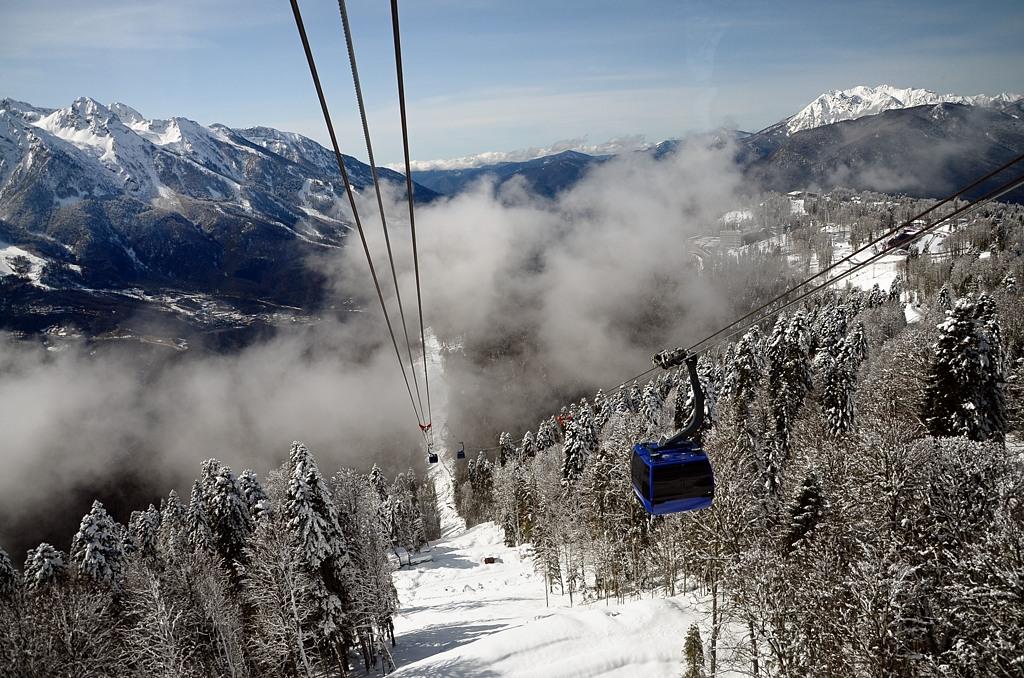 На высоте 1500 метров появились небольшие облака