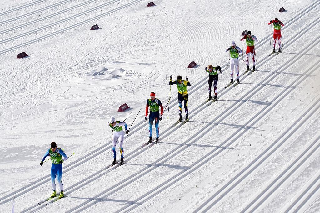 Лыжники на дистанции командного спринта