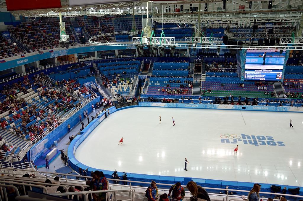 """Это мы пришли на фигурное катание в ледовый дворец """"Айсберг"""". Первое ощущение, когда видешь лед - это просто потрясающе. Ну я просто никогда не был на таких соревнованиях."""