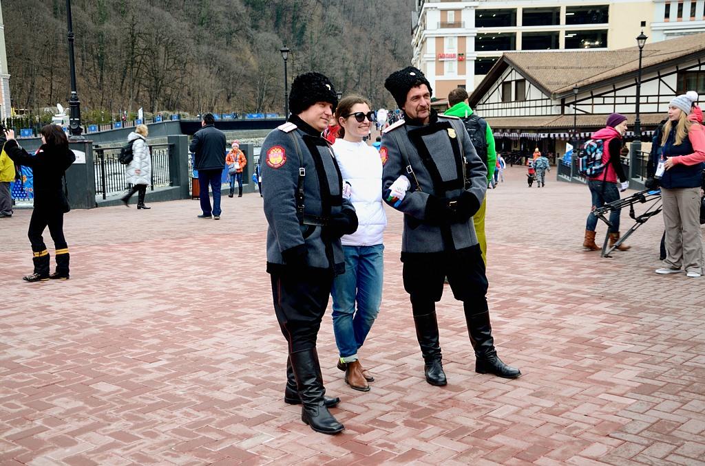 Казаки охотно фотографируются с туристами, и даже денег не просят ;)