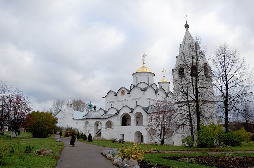 За стенами Покровского монастыря