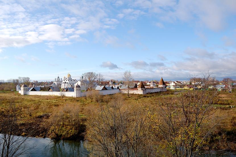 Вид на Покровский монастырь от стен Спасо-Евфимиева монастыря