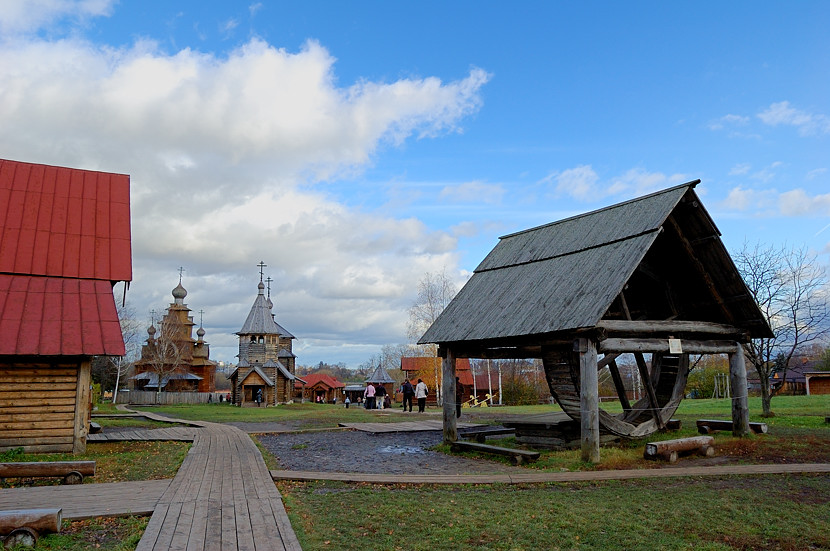 В музее деревянного зодчества и народного быта. Колодец.
