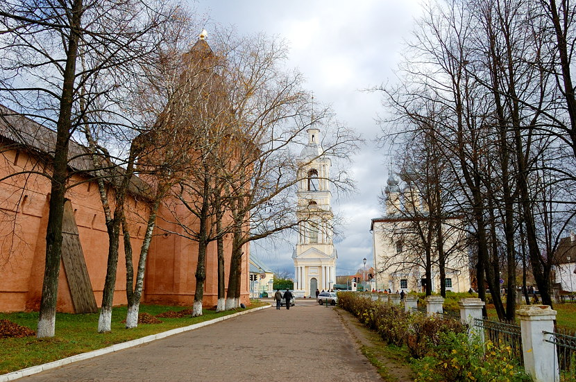 У стен Спасо-Евфимиева монастыря