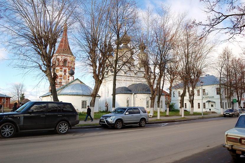 Антипиевская церковь (1745) и Лазаревская церковь (1667)