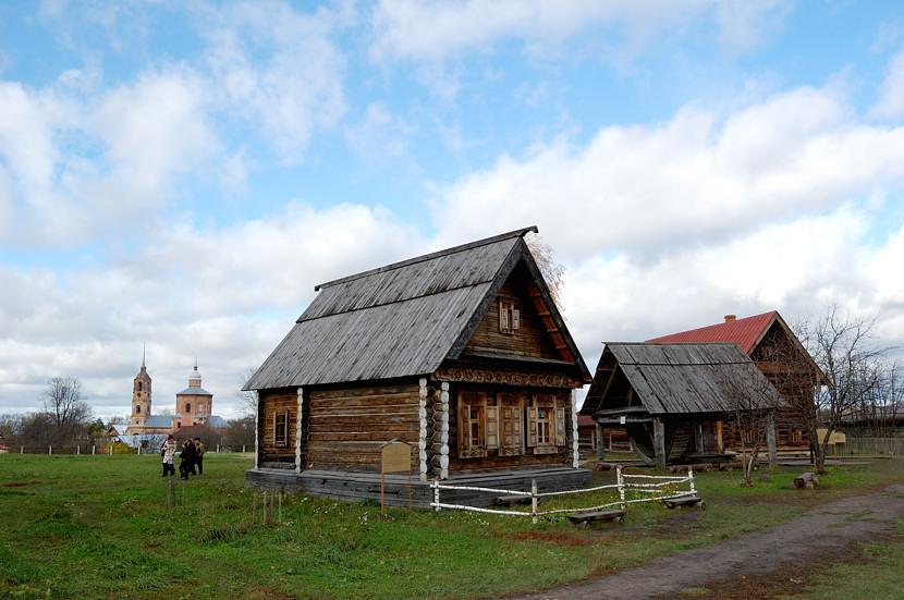 В музее деревянного зодчества и народного быта.