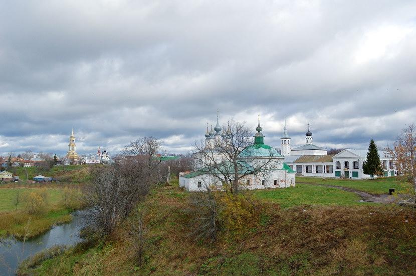 Вид с земляного вала на Пятницкую и Входо-Иерусалимскую церкви и на Гостиный Двор