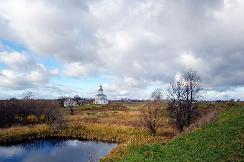 Вид на Ильинскую церковь с земляного вала Кремля