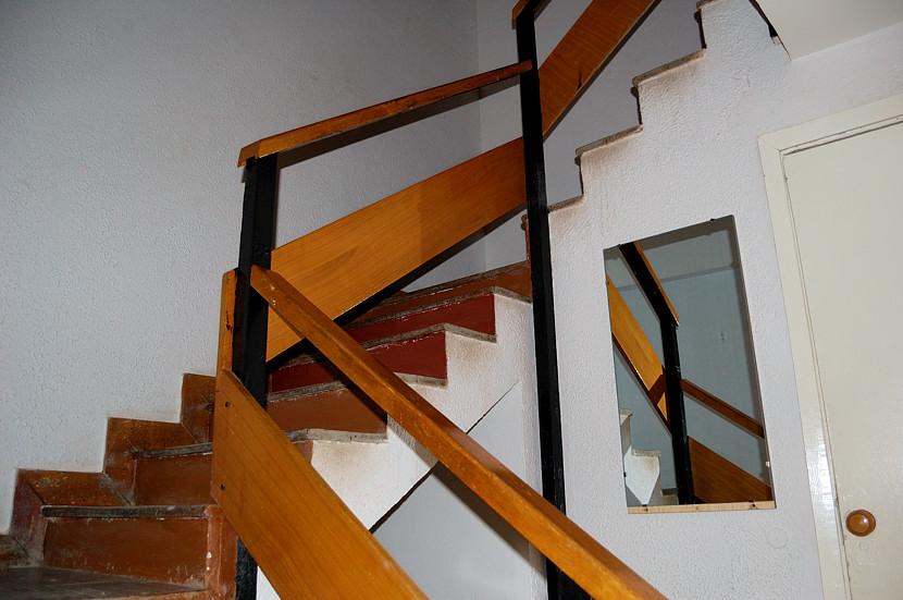 В номере мотеля. Лестница наверх, в номера :)