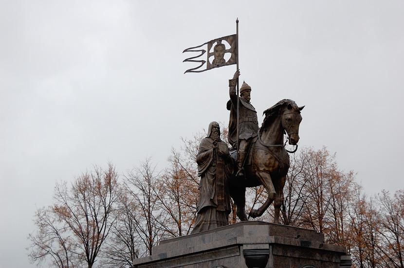 Памятник князю Владимиру и святителю Феодору