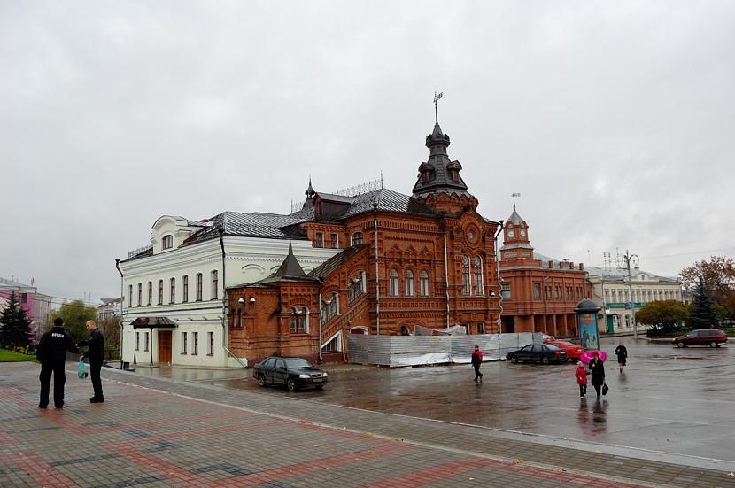 На площади у Успенского собора