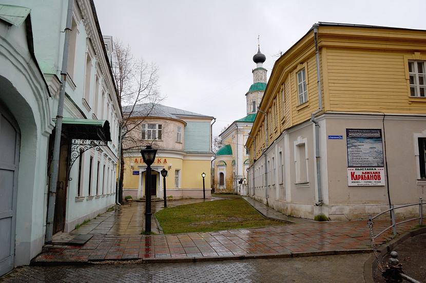 На улочке в старом городе