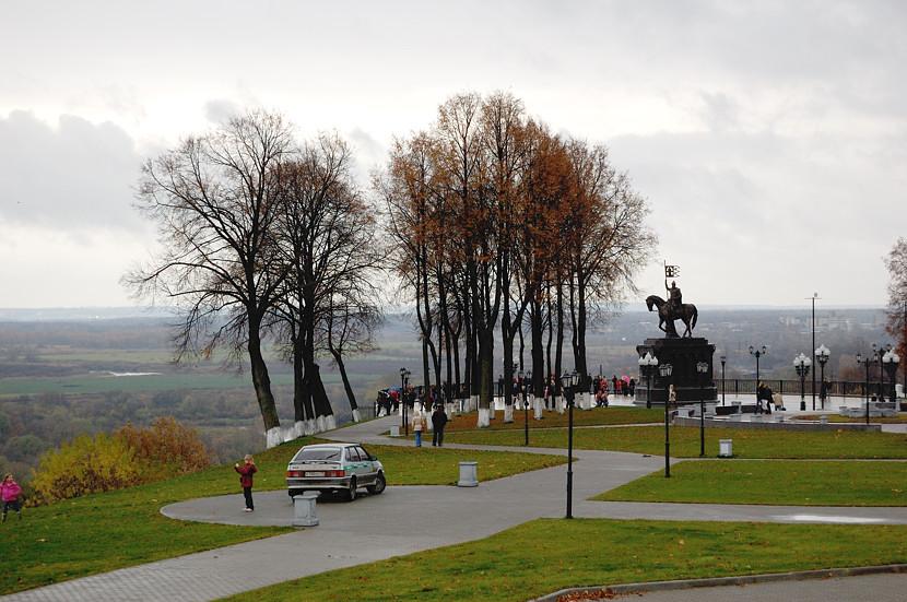 На площадке у памятника князю Владимиру