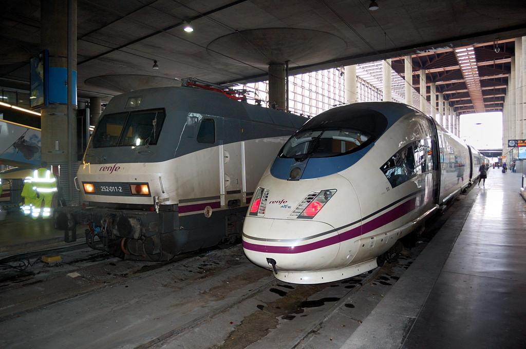 Скоростные поезда на вокзале Аточа