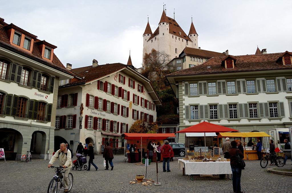 Вид на замок с ратушной площади