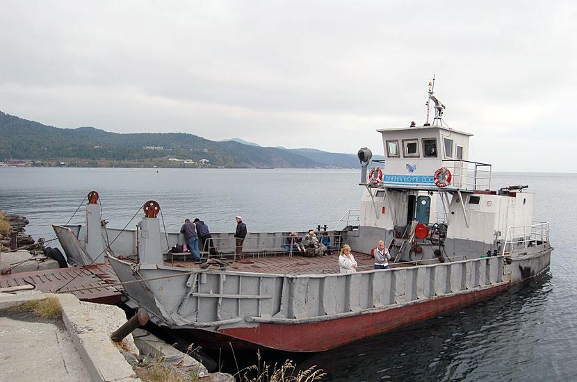 Порт Байкал. Паром у причала