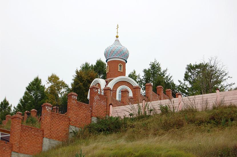 Листвянка. Церквушка на горе