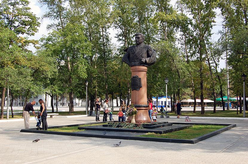 Памятник маршалу Малиновскому, командовавшему, в числе прочего, Забайкальским фронтом в войне против Японии