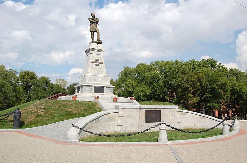 Памятник губернатору Восточной Сибири графу Муравьеву-Амурскому, присоединившему Дальний Восток к России