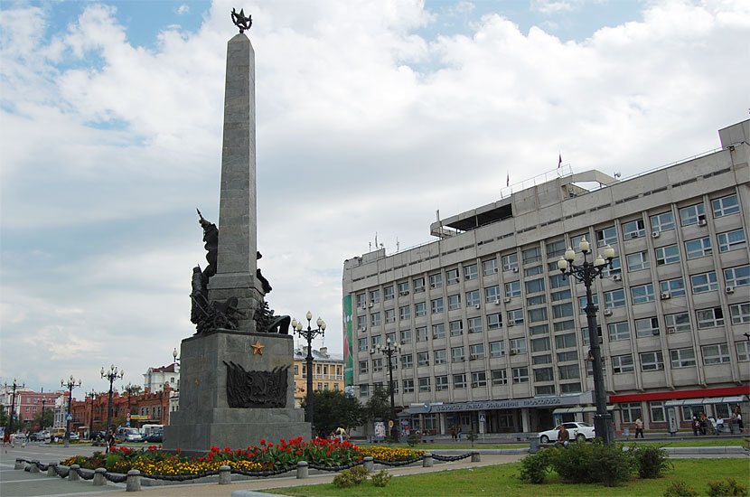 Памятник героям Гражданской войны на Комсомольской площади
