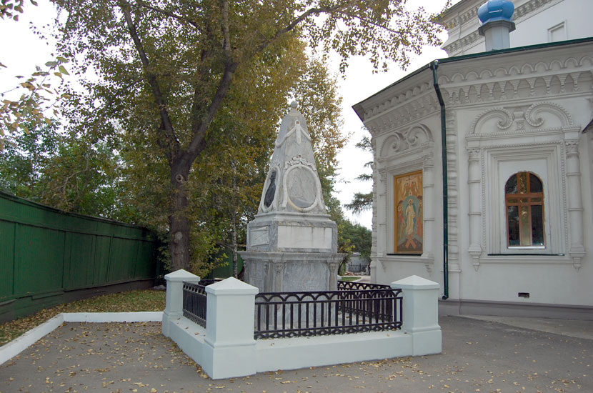 Знаменский монастырь. Памятник на могиле Григория Шелехова, купца и мореплавателя, основателя русских поселений на Аляске