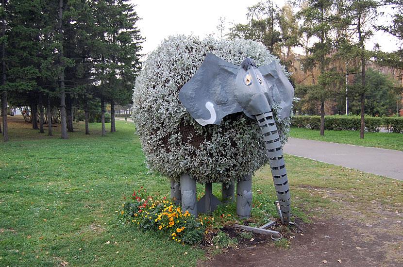 Инсталляция в парке на набережной Ангары