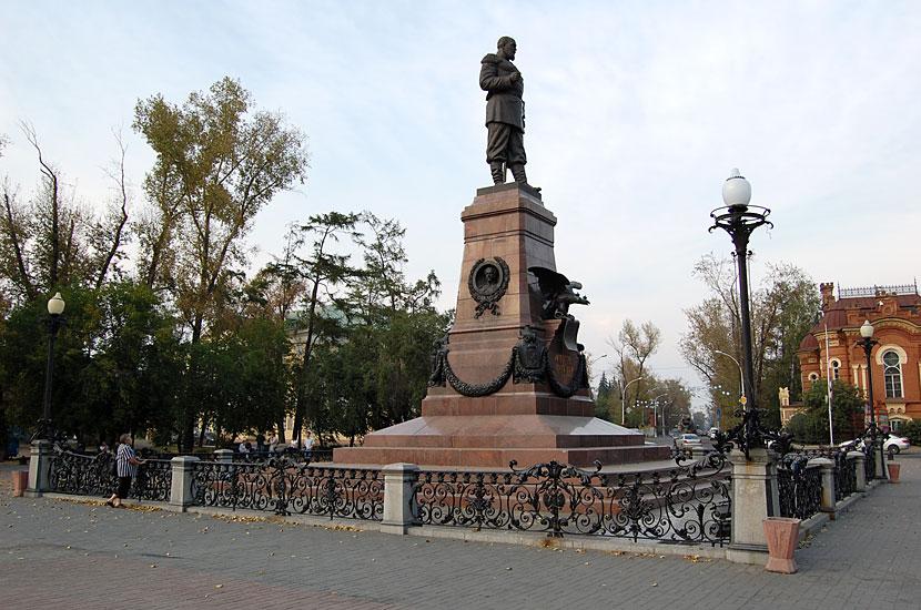 Памятник Александру III. В советское время был заменен шпилем в честь покорителей Сибири, на maps.google.com его до сих пор видно