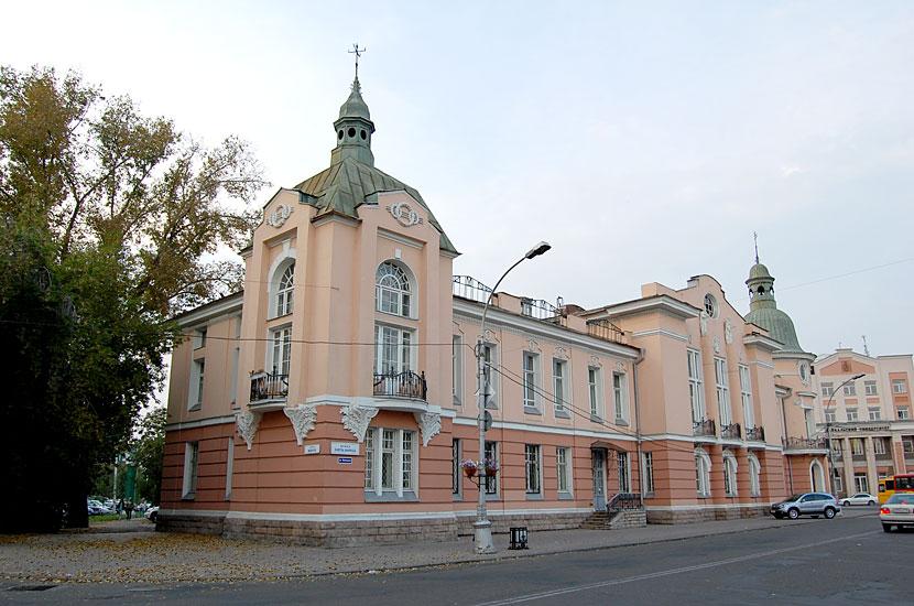 Здание поликлиники (бывший Русско-Азиатский банк)