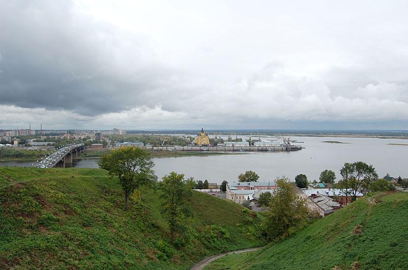 Вид на Стрелку и Канавинский мост через Оку