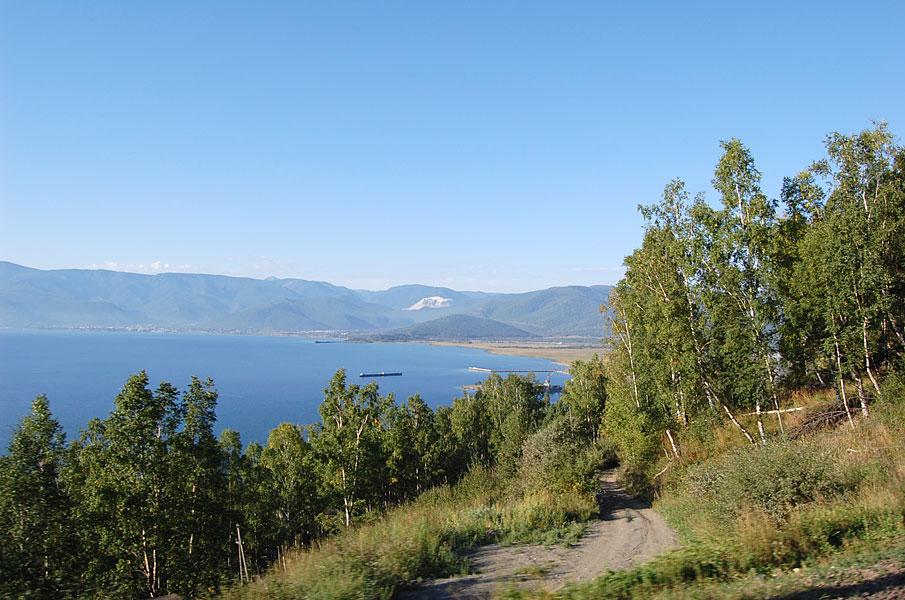 Утро четвертого дня. Вид на Байкал и поселок Култук из окна поезда