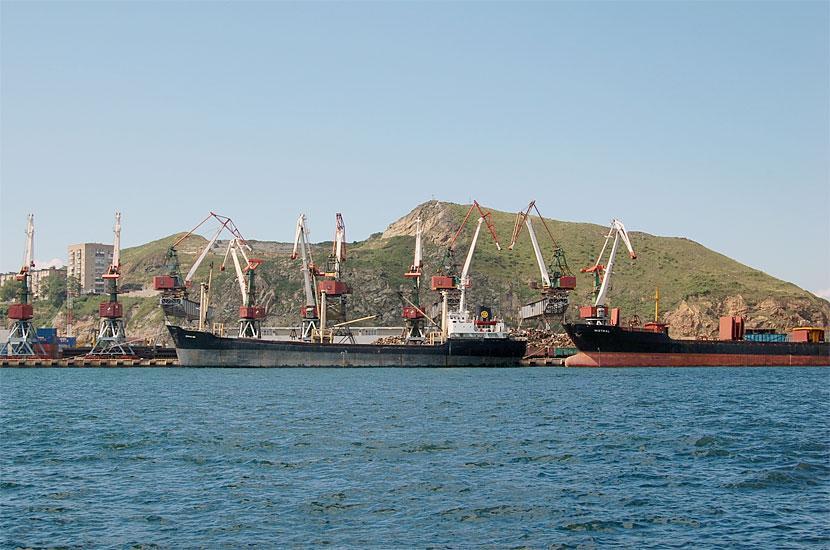 Корабли на подходе к Владивостоку