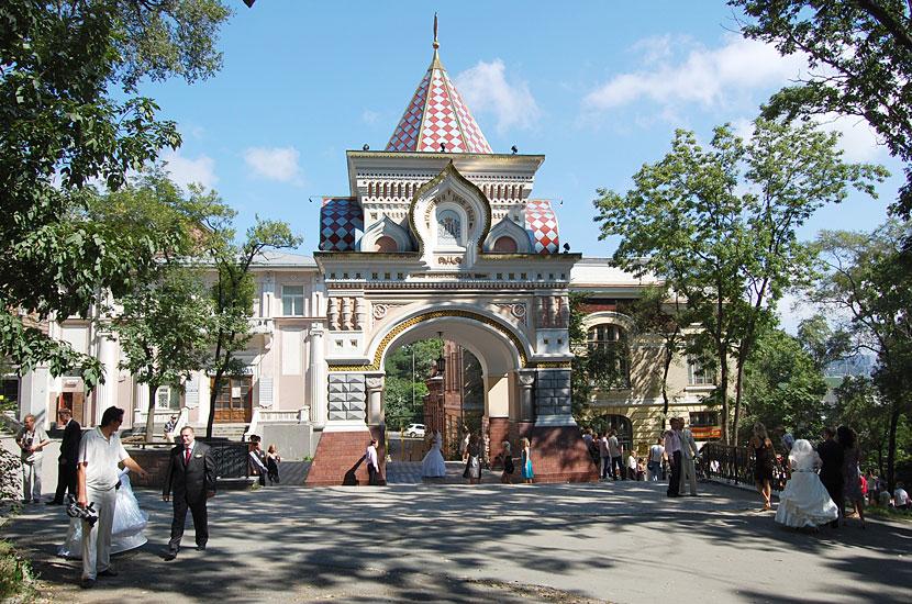 Триумфальная арка, построенная в честь приезда во Владивосток цесаревича Николая в 1891 году